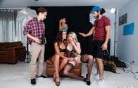 MomsBangTeens – Cory Chase, Vienna Black, Peer Pressure