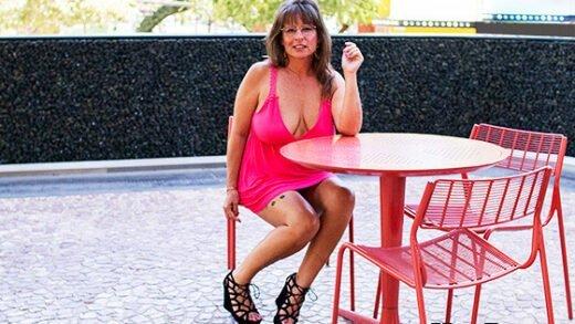 [MomPOV] Carry Ann (Sexy cougar slut prime for porn / 07.20.2019)