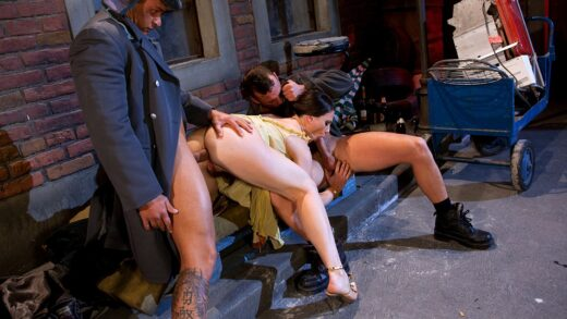 Private – Jessica Fiorentino Gives Two Studs a Handjob before She Gets Analized