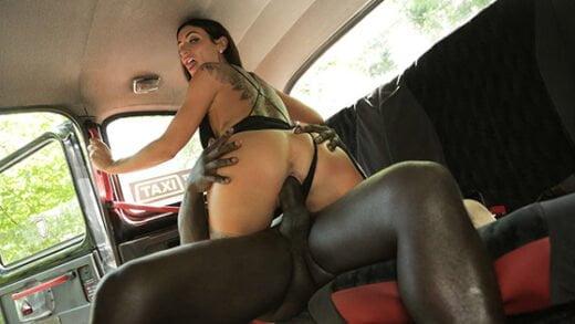 [FemaleFakeTaxi] Princess Jasmine (Horny driver hungry for black cock / 09.23.2019)