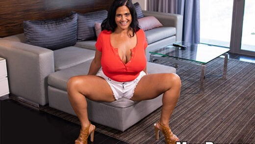 [MomPOV] Kailani (Pawg MILF smothers you with her curves / 09.14.2019)