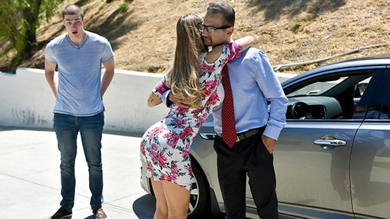 [FamilyStrokes] Nicole Aniston (Nutting In His Not Quite Aunt / 10.17.2019)