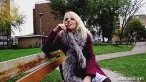 JacquieetMichelTV – Marie Clarence, Marie rencontre un de ses fans!, Perverzija.com
