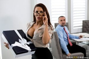 [BrazzersExxtra] Madison Ivy (The Assistants Affair / 11.05.2019)