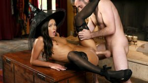[NewSensations] Zoe Bloom (Zoe Puts A Spell On Daddy / 10.31.2019)