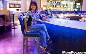 [MomPOV] Claresa (Horny MILF Exploring Sexuality / 12.09.2019)