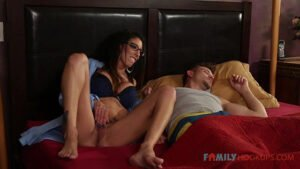 """FamilyHookups – Jennifer White Jennifer White gets some """"help"""" from her stepson while her husband is stuck in China, Perverzija.com"""