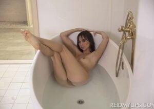 [ReidMyLips] Riley Reid, Megan Rain (Bathtub Cuties / 01.30.2020)