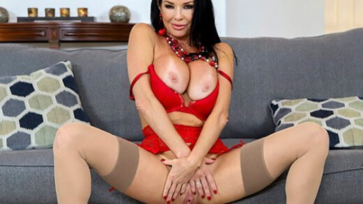 [MomIsHorny] Veronica Avluv (Squirts From Anal / 06.27.2020)