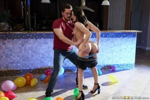 [BrazzersExxtra] Aubree Valentine (Soaking Wet And Fully Satisfied / 06.04.2020)