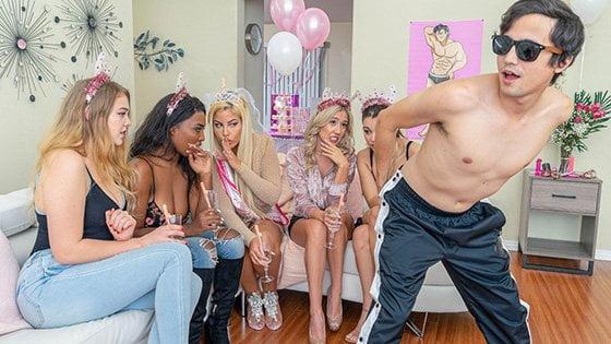 LilHumpers – Bridgette B The Half Pint Stripper, Perverzija.com