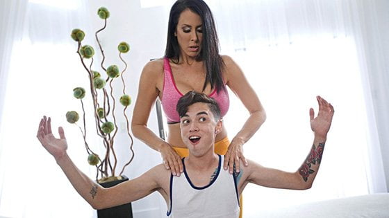 LilHumpers – Reagan Foxx I Love Yoga, Perverzija.com