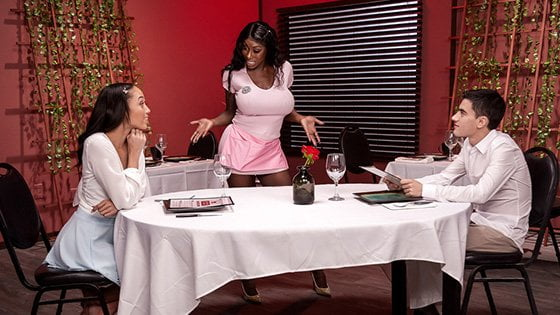 MomsInControl – Alexis Tae And Mystique Giving Tips To Get A Tip, Perverzija.com