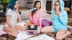 FitnessRooms – Alexis Crystal, Sabrisse, Leanne Gym facesitting lesbian threesome, Perverzija.com