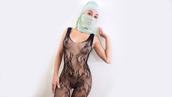 PervMom – Cali Lee Underneath The Hijab, Perverzija.com