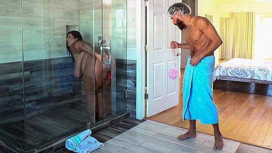 BrazzersExxtra – Sofia Rose Dildo Showers Bring Big Cocks, Perverzija.com