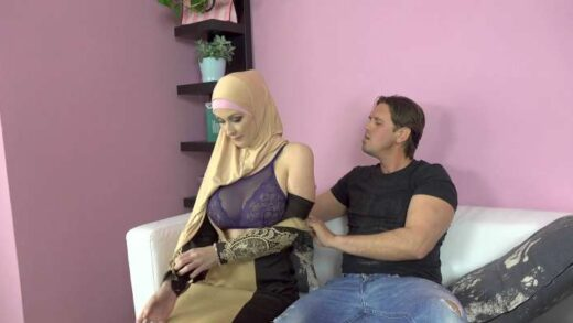 SexWithMuslims - Isabella Lui - Buxom Muslim Lady Knows How Tu Suck A Dick
