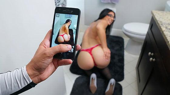 PervMom – Alyssa Jade – Taking Sexy Pics Of My Stepmom, Perverzija.com