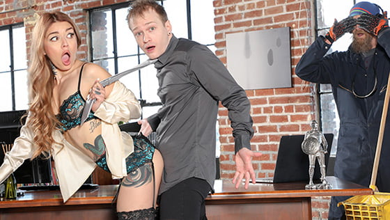 CherryPimps – Vanessa Vega – Getting A Hot Delivery From The Office Mail Stud, Perverzija.com