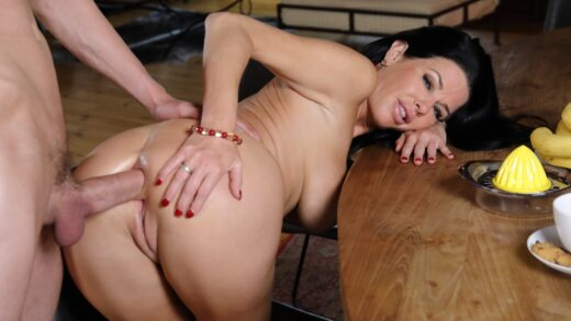 VirtualTaboo - Veronica Avluv - Tea And Squirt Time With Mom