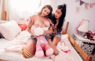 Lesbea – Sabrisse And Alyssa Bounty – Playful pillow fight and pussy lick