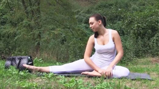PublicAgent - Ornella Morgan - Brunette babe gets fucked outdoors in her yoga pants