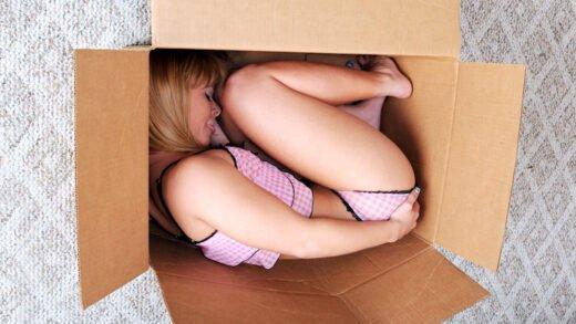ExxxtraSmall - Elizabeth Bentley - Special Delivery